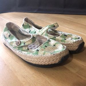 Simple green piggies vegan shoes size 6, trees!!